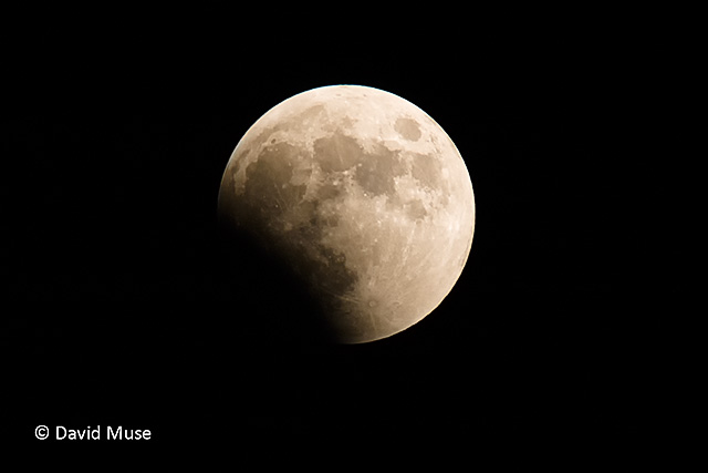 Total lunar eclipse 10-27-2004
